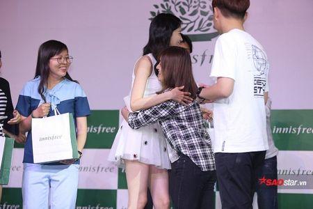 Trong khi YoonA 'ban' om fan viet thi 4 mau SNSD to chuc tiec sinh nhat 'tre mai' cho SooYoung - Anh 4