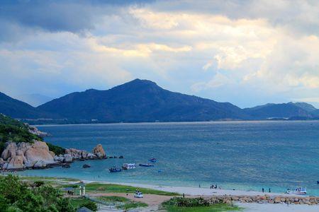 Bai Kinh - diem dung chan 'tuyet cu meo' tren cung duong bien Ninh Thuan - Anh 5