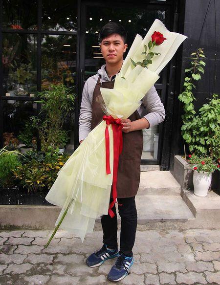 Qua tang Valentine: Hoa hong cao 2m, 15 trieu/bo - Anh 2