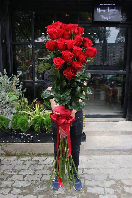 Qua tang Valentine: Hoa hong cao 2m, 15 trieu/bo - Anh 3