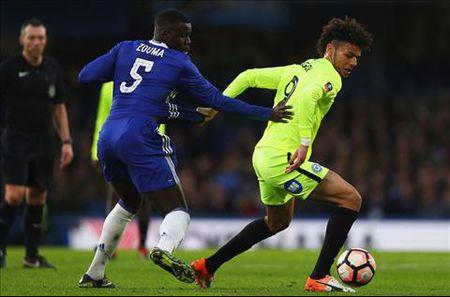 Kurt Zouma len tieng ve tuong lai o Chelsea - Anh 1