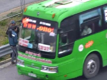 Phat 11 trieu dong tai xe don khach tren cao toc - Anh 1