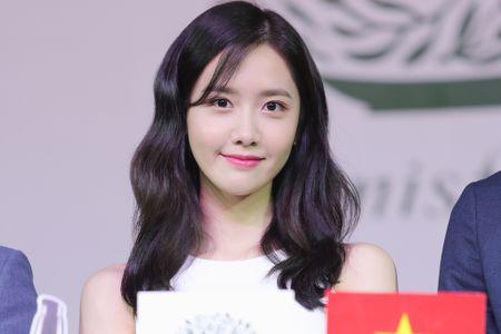 Yoona (SNSD) den tre 2 tieng, xuat hien o hop bao 10 phut - Anh 10