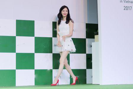 Yoona (SNSD) den tre 2 tieng, xuat hien o hop bao 10 phut - Anh 2