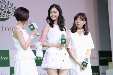 Yoona (SNSD) den tre 2 tieng, xuat hien o hop bao 10 phut - Anh 4