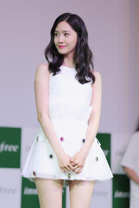 Yoona (SNSD) den tre 2 tieng, xuat hien o hop bao 10 phut - Anh 5