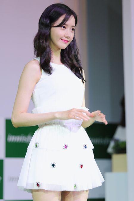 Yoona (SNSD) den tre 2 tieng, xuat hien o hop bao 10 phut - Anh 6