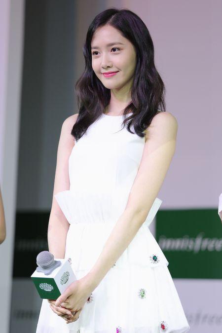 Yoona (SNSD) den tre 2 tieng, xuat hien o hop bao 10 phut - Anh 7