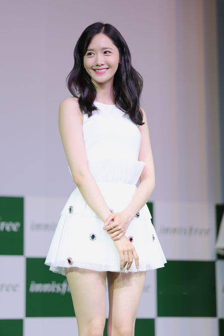 Yoona (SNSD) den tre 2 tieng, xuat hien o hop bao 10 phut - Anh 8