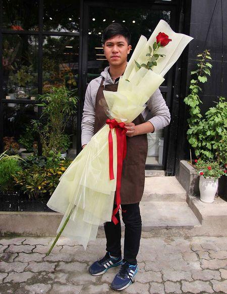 Qua Valentine tang hotgirl: Canh hoa hong cao bang nguoi - Anh 2