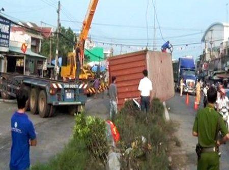 Tay Ninh: Xe container tong thang vao nha dan vi tai xe ngu gat - Anh 1