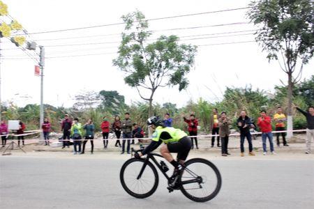 172 van dong vien tham gia giai dua xe dap le hoi Den Thuong - Anh 2