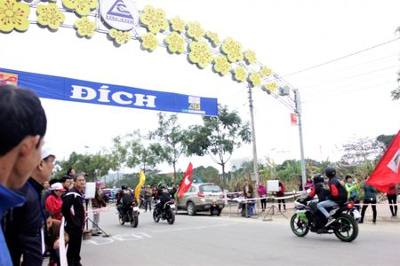 172 van dong vien tham gia giai dua xe dap le hoi Den Thuong - Anh 5