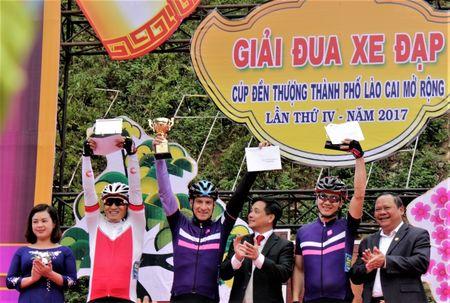 172 van dong vien tham gia giai dua xe dap le hoi Den Thuong - Anh 6