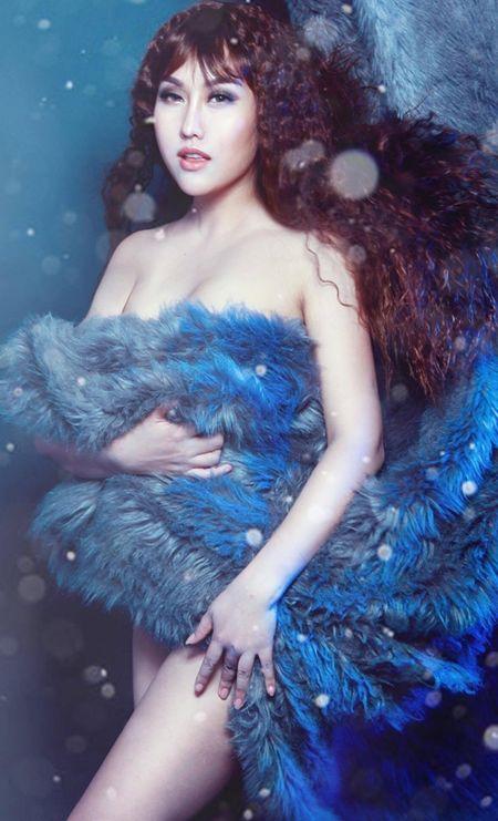Giua tam bao du luan, Phi Thanh Van tung bo anh sexy goi cam - Anh 5
