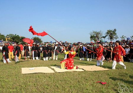 Nha nghien cuu Bui Quang Thang: Hay di le hoi theo cach... 50 nam truoc - Anh 2