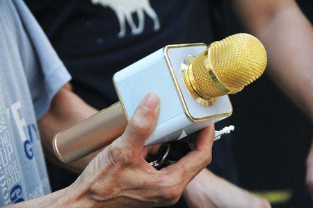 Micro hat karaoke phat no la hang Trung Quoc, khach van mua nuom nuop - Anh 2