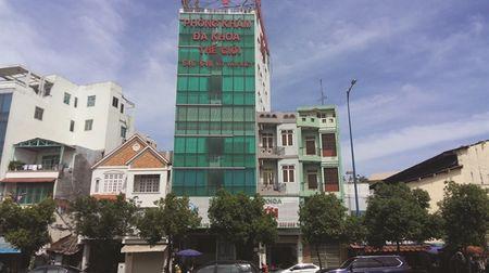 Benh nhan tiep tuc to cao phong kham Trung Quoc lat long - Anh 1