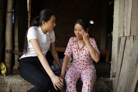 Hanh dong dep cua Le Hang sau khi tro ve tu Hoa hau Hoan vu - Anh 1