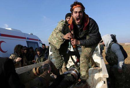 Can canh giao tranh ac liet o thi tran Al-Bab, Syria - Anh 4