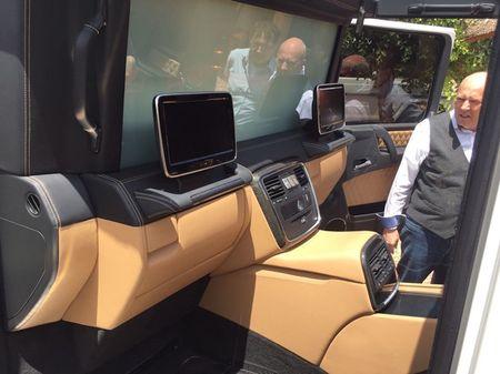 Sieu SUV mui tran Mercedes-Maybach G650 Landaulet lan dau lo dien - Anh 5