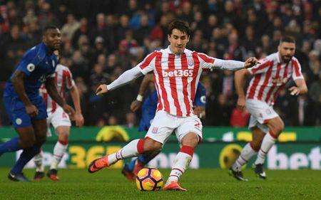 Top 10 doi bong duoc huong penalty nhieu nhat Premier League - Anh 5