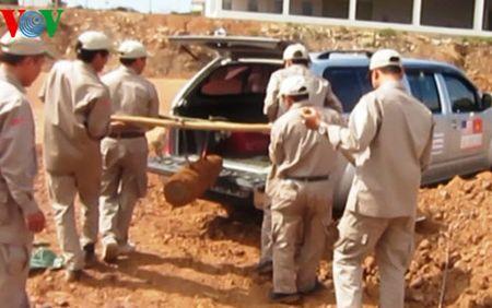 Quang Tri: Phat hien qua bom 'khung' tai cong trinh cua khau quoc te - Anh 1