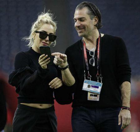 Lady Gaga hen ho 'tinh moi' sau 6 thang huy hon voi ban trai lau nam - Anh 2
