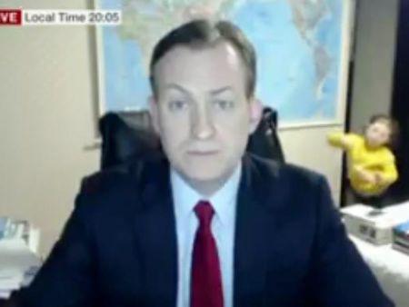 Chuyen gia chinh tri bi con cai 'quay' trong buoi phong van voi BBC - Anh 1