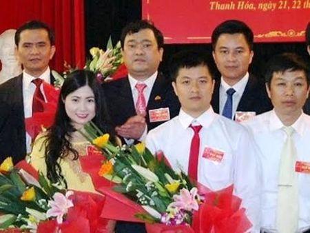 Hotgirl xu Thanh duoc bo nhiem than toc: Tung la tap vu - Anh 1