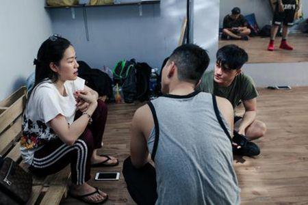 Linh Chi he len tieng la nhan them ''gach da''? - Anh 3