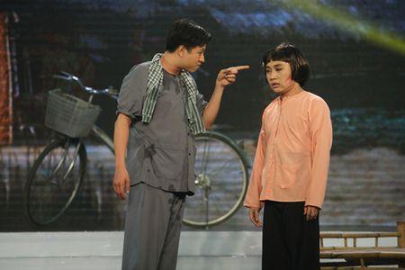 Don Nguyen bi 'danh' bam dap tren san khau khien Thanh Bach choang vang - Anh 2