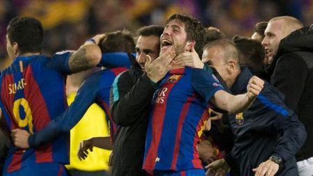 Tu Iniesta den Sergi Roberto: La Masia la le song - Anh 1