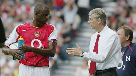 Cau thu Arsenal co loi, khong phai Wenger - Anh 1