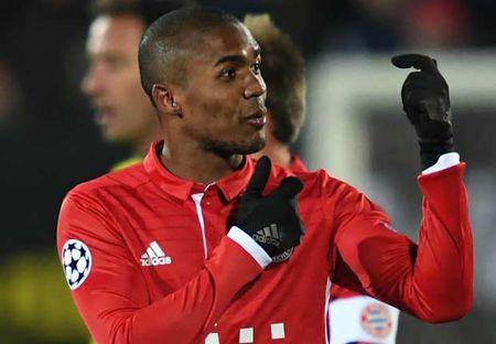 Douglas Costa se som 'chung mam' Robben, Ribery - Anh 1