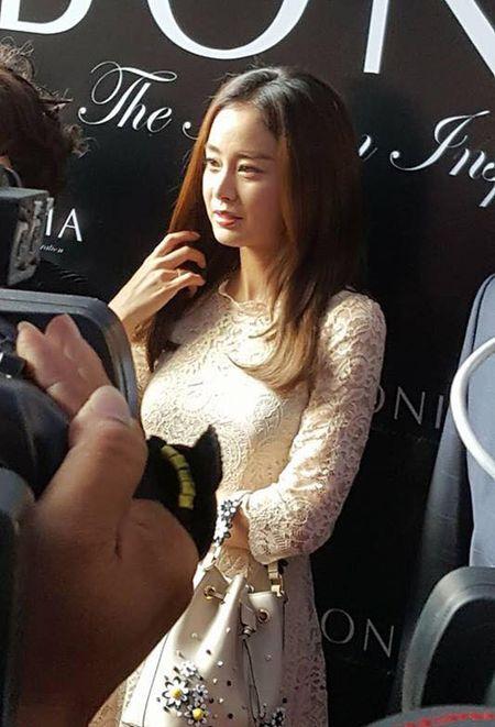 Kim Tae Hee co chong cang man ma, duyen dang - Anh 5