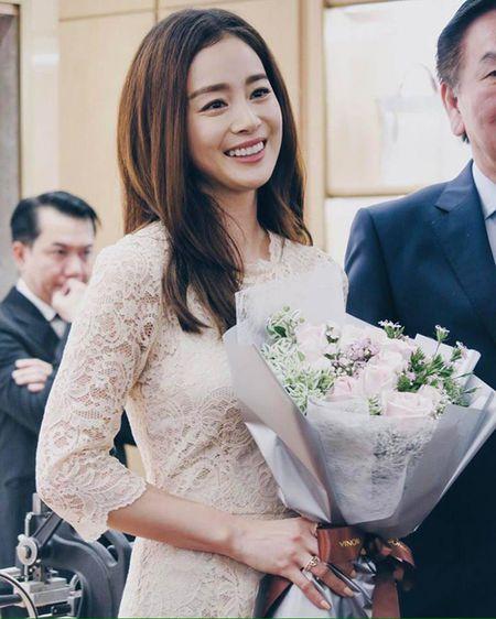 Kim Tae Hee co chong cang man ma, duyen dang - Anh 6