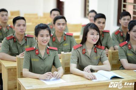 Vi sao hoc sinh pho thong khong duoc thi vao cao dang va trung cap cong an nam 2017? - Anh 2