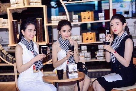 Hoa hau Ngoc Han, A hau Huyen My khuay dong le hoi duong pho Buon Me Thuot - Anh 3