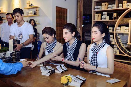 Hoa hau Ngoc Han, A hau Huyen My khuay dong le hoi duong pho Buon Me Thuot - Anh 6