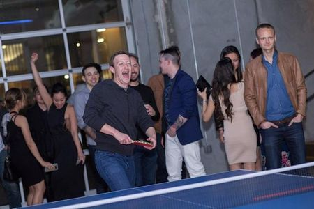 CEO Uber choi bong ban cung CEO Facebook - Anh 2