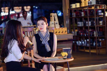 Hoa hau Ngoc Han, A hau Huyen My khuay dong le hoi duong pho Buon Me Thuot - Anh 5