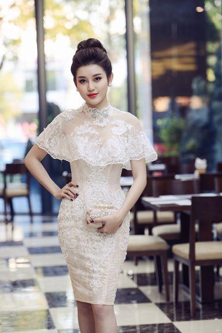 Hoa hau Ngoc Han, A hau Huyen My khuay dong le hoi duong pho Buon Me Thuot - Anh 7