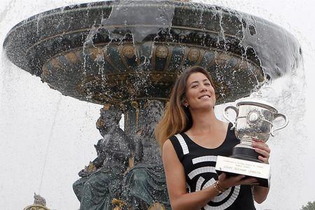 Sao WTA nguoi noi moc, nguoi bao ve Maria Sharapova tro lai - Anh 3
