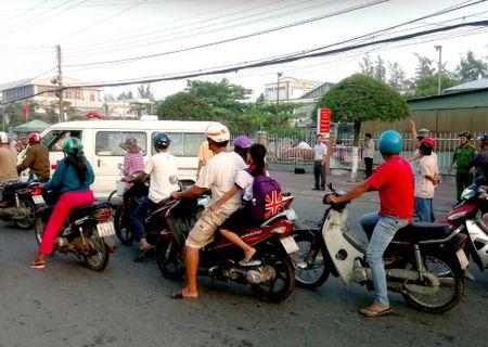 Bang hoang phat hien thi the doi nam nu tre tuoi nam truoc cong Nha van hoa Soc Trang - Anh 1