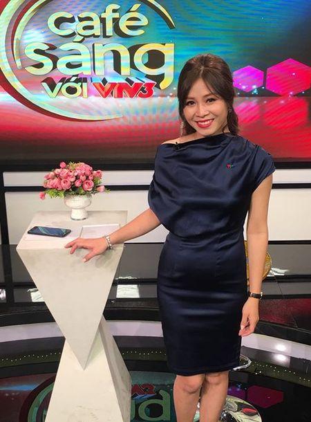 Nghi van MC Hoang Linh cua 'Chung toi la chien sy' co bau voi ban trai? - Anh 1
