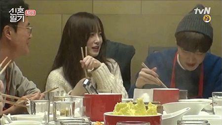 "Goo Hye Sun ""to cao"" chong tre Ahn Jae Hyun van giu do ban gai cu trong nha - Anh 1"