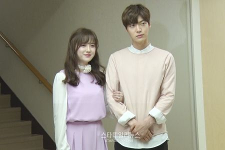 "Goo Hye Sun ""to cao"" chong tre Ahn Jae Hyun van giu do ban gai cu trong nha - Anh 3"
