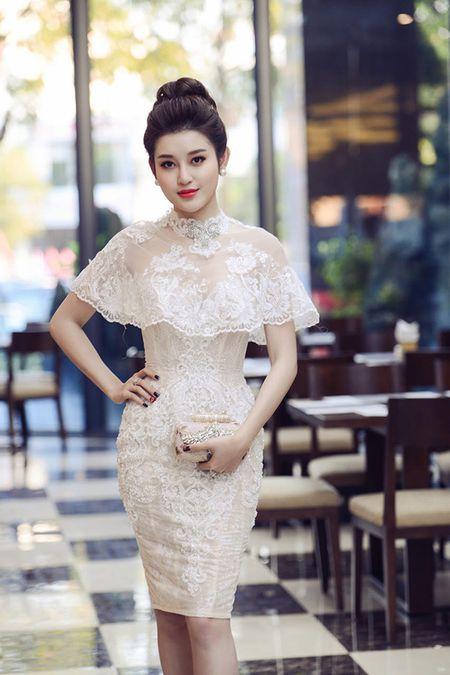 Huyen My, Ngoc Han gay 'nao loan' le hoi duong pho - Anh 2