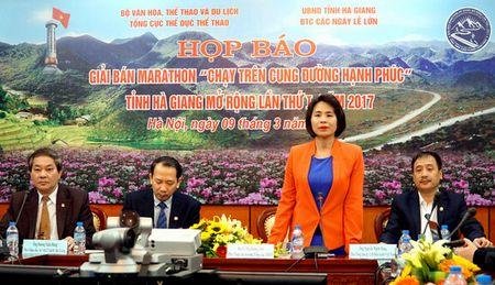 """Giai thi dau ban marathon """"Chay tren cung duong hanh phuc"""" tai Ha Giang - Anh 1"""